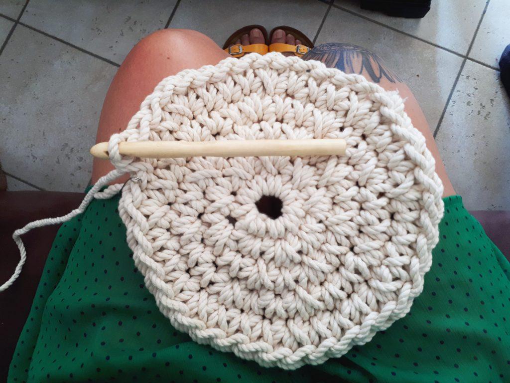 Un Sac Rond En Crochet Avec De La Corde Cactus Style